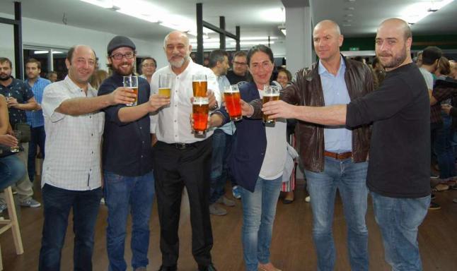 Cerveza Cerveza Cerveza con orígenes en Lalín a la conquista de paladares