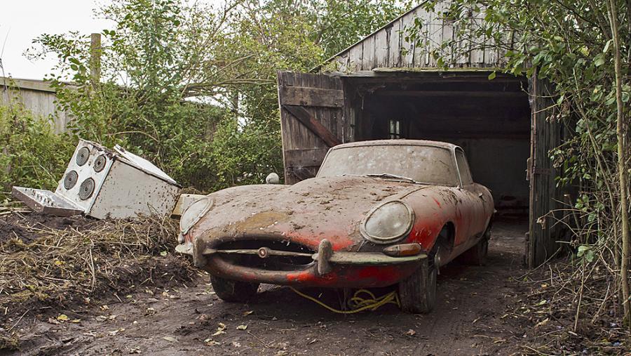 Automoviles Automoviles Se subasta un Jaguar de 1964 que ha estado casi 50 años oculto en un granero